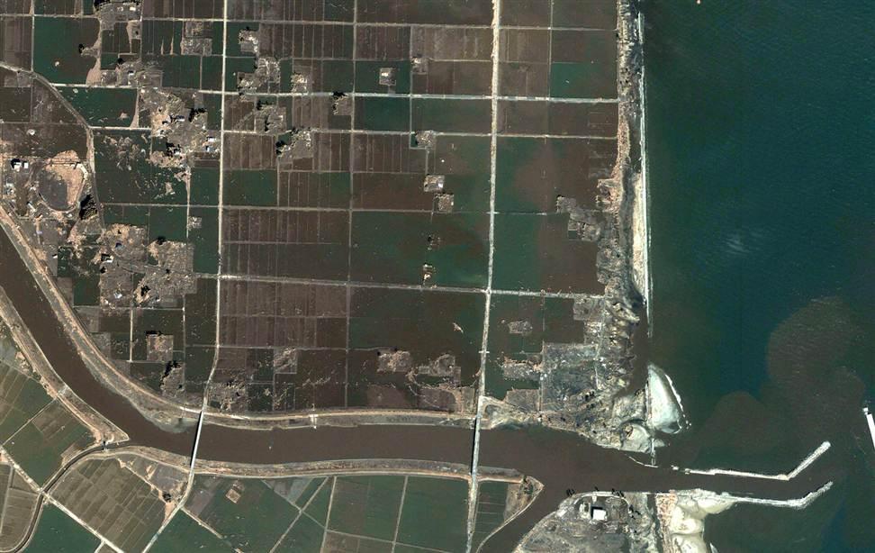 345 Снимки со спутника: До и после землетрясения в Японии