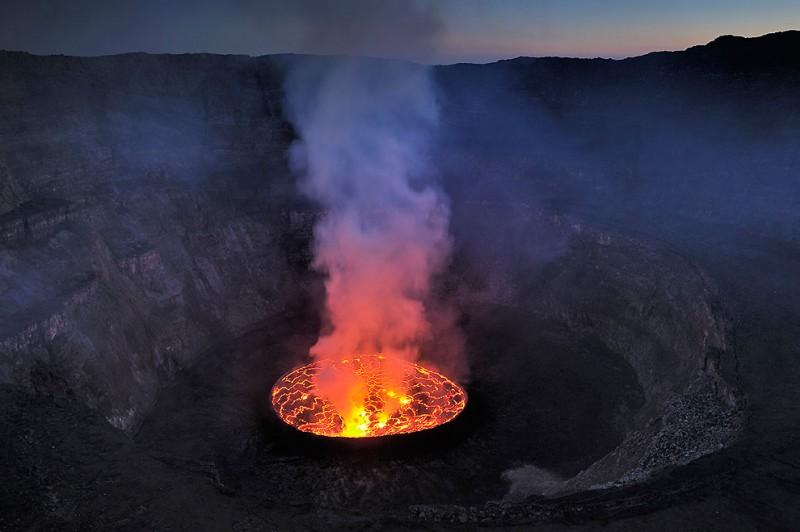 Кратер вулкана Нирагонго: путешествие к центру Земли