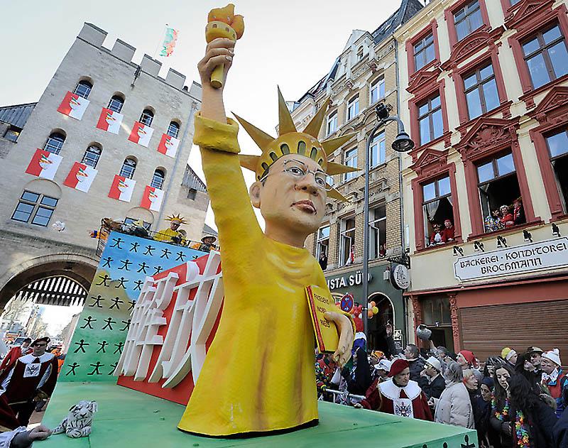 dp072225.sJPG 900 540 0 95 1 50 50.sJPG Политическая сатира на немецких карнавалах (Часть 2)