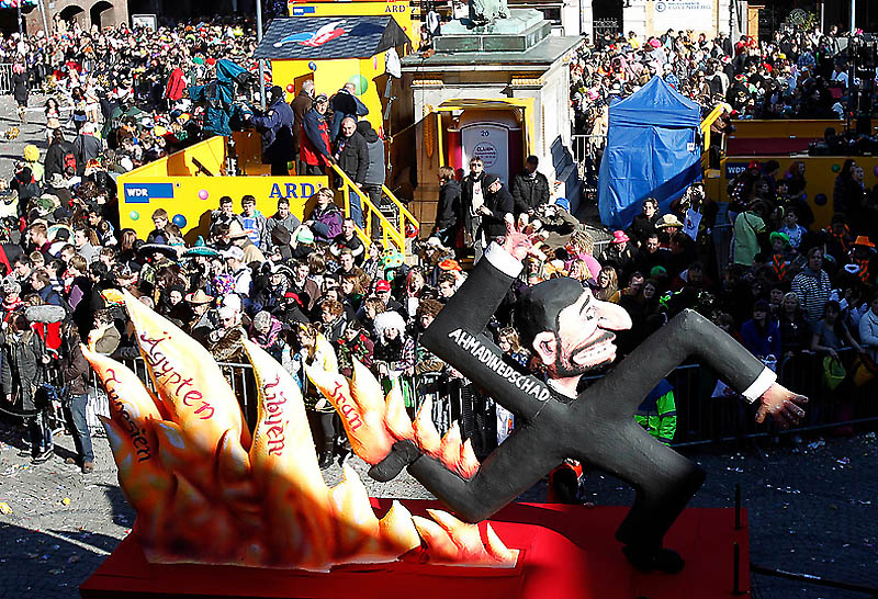 dp072227.sJPG 900 540 0 95 1 50 50.sJPG Политическая сатира на немецких карнавалах (Часть 2)