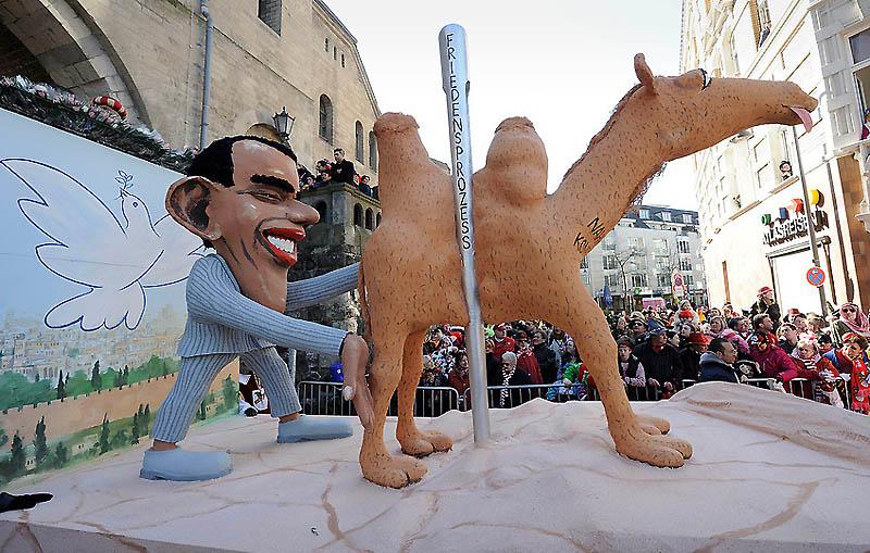 dp072229.sJPG 900 540 0 95 1 50 50.sJPG Политическая сатира на немецких карнавалах (Часть 2)