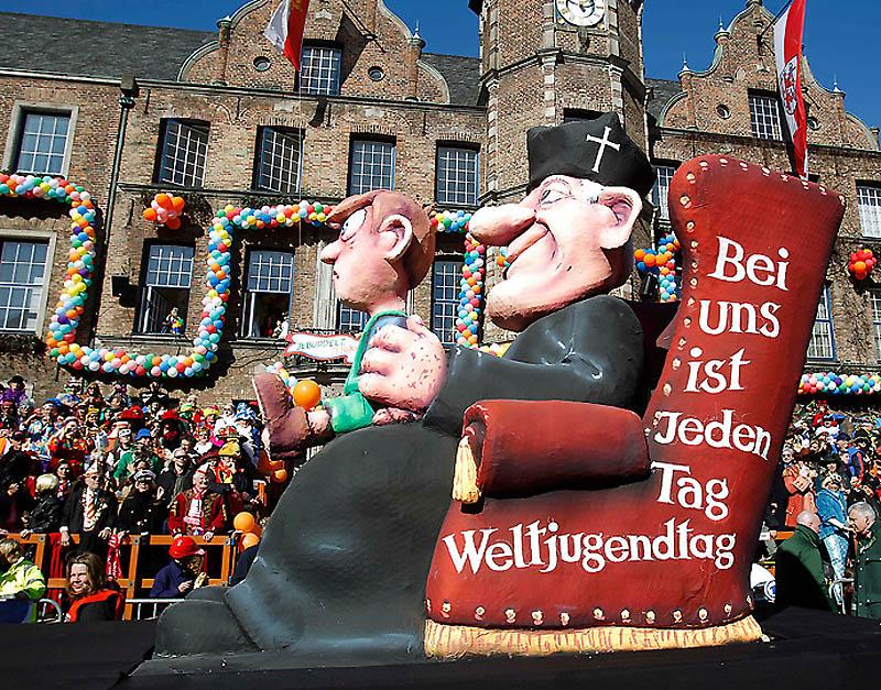 dp072233.sJPG 900 540 0 95 1 50 50.sJPG Политическая сатира на немецких карнавалах (Часть 2)