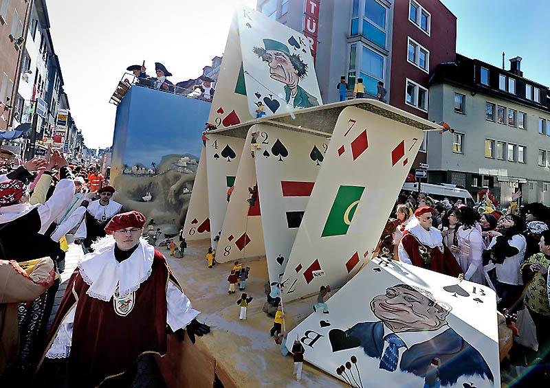 dp072235.sJPG 900 540 0 95 1 50 50.sJPG Политическая сатира на немецких карнавалах (Часть 2)