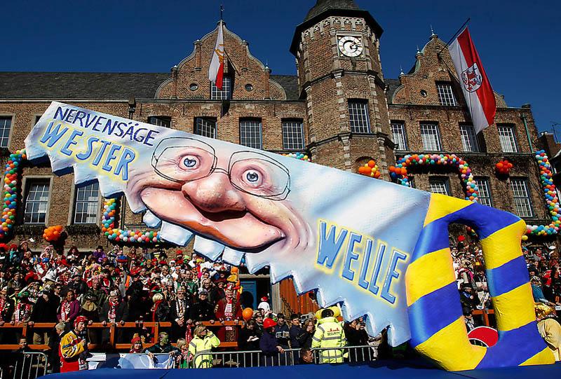 dp072236.sJPG 900 540 0 95 1 50 50.sJPG Политическая сатира на немецких карнавалах (Часть 2)