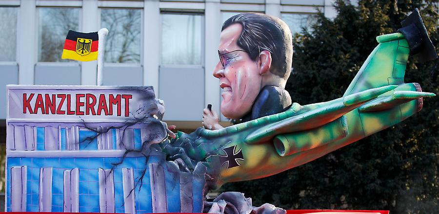 dp072239.sJPG 900 540 0 95 1 50 50.sJPG Политическая сатира на немецких карнавалах (Часть 2)
