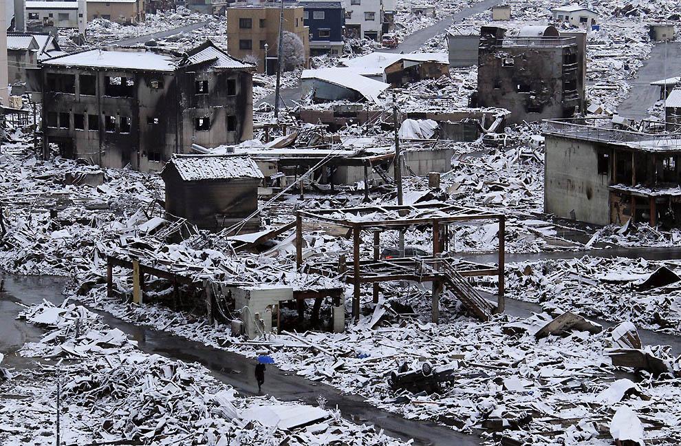 j13 23016409 Япония: через две недели после землетрясения