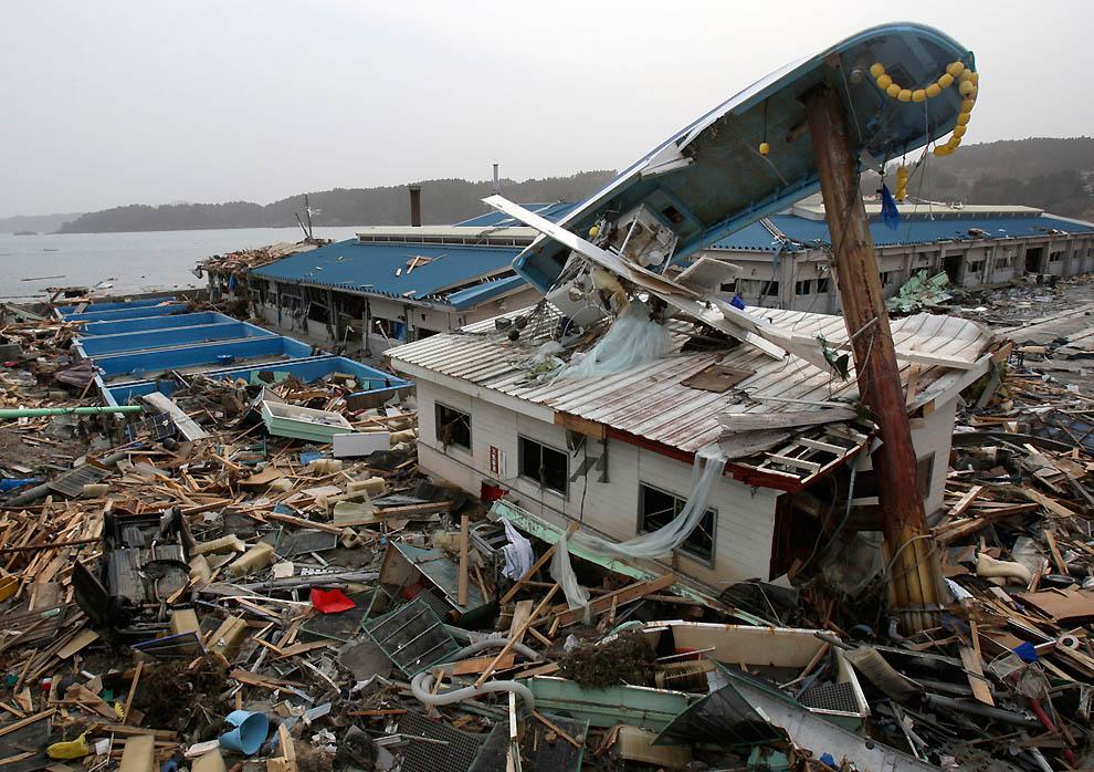 j20 20013540 Япония: через две недели после землетрясения