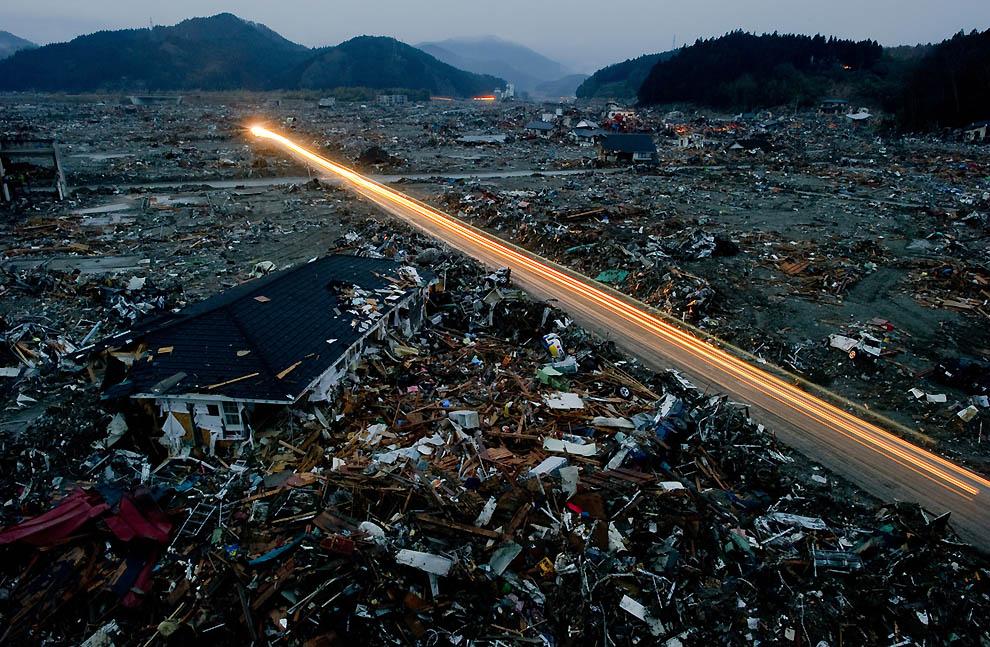 j21 10684262 Япония: через две недели после землетрясения