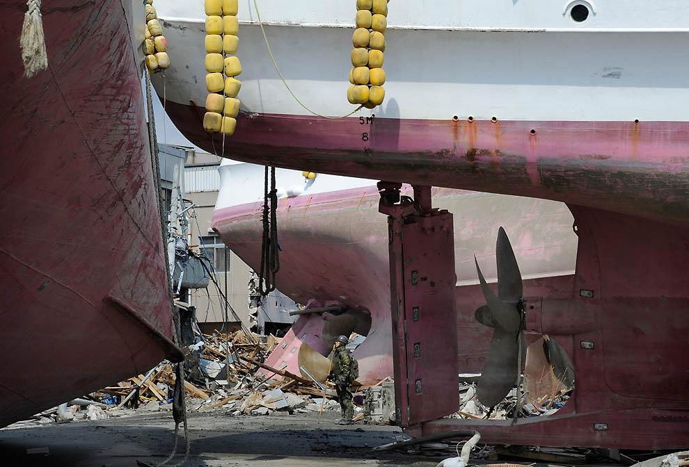 j22 10859997 Япония: через две недели после землетрясения