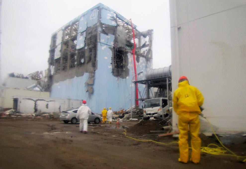 j30 RTR2K9JT Япония: через две недели после землетрясения