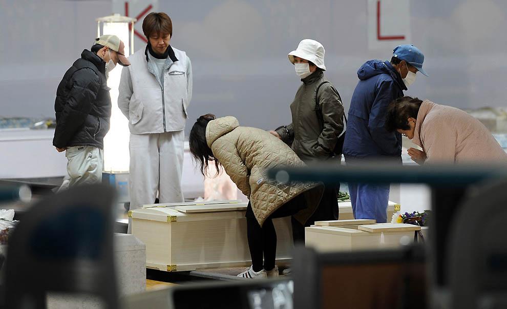 j34 10733797 Япония: через две недели после землетрясения