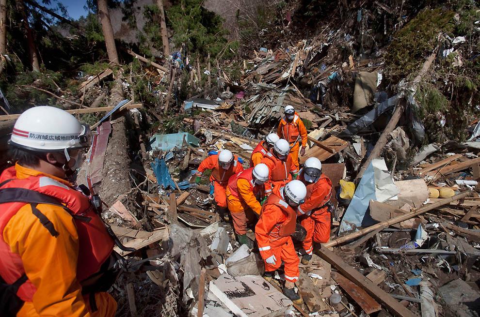 j35 31916737 Япония: через две недели после землетрясения
