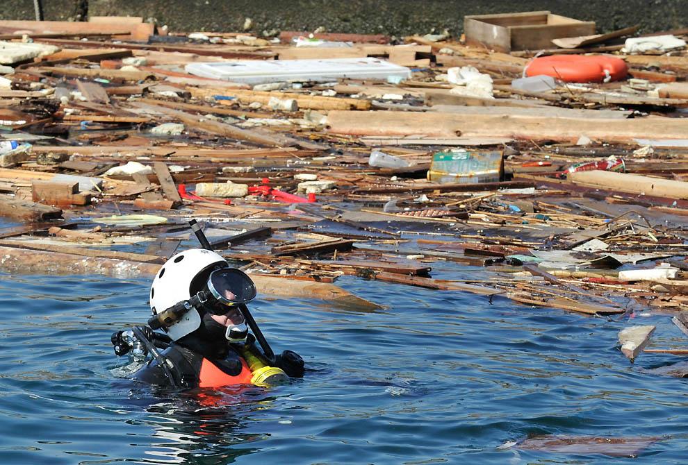 j39 10761553 Япония: через две недели после землетрясения