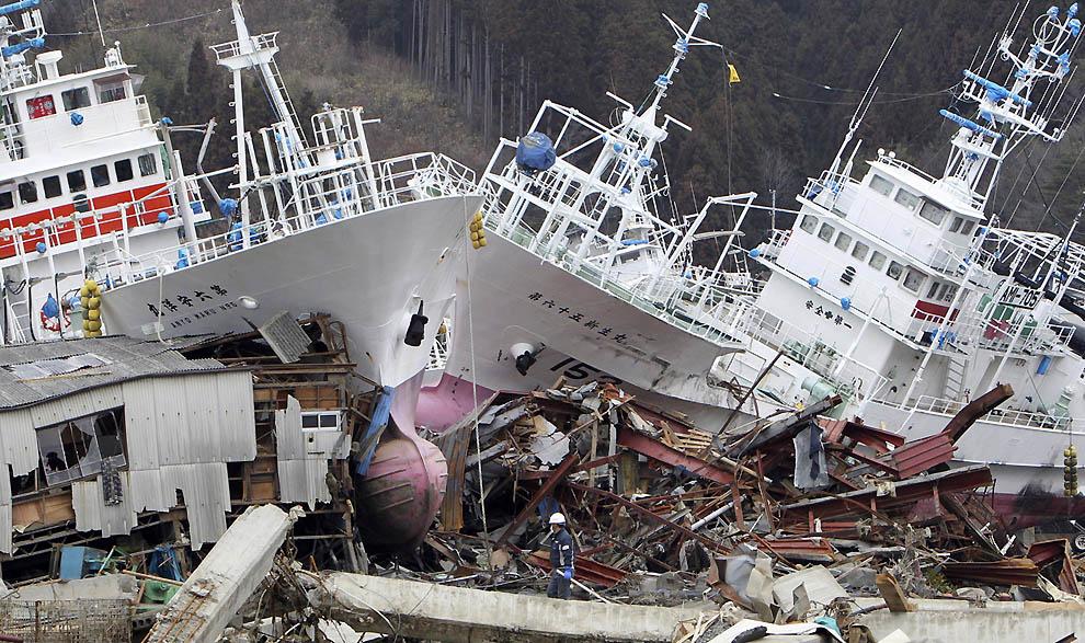 j43 23019585 Япония: через две недели после землетрясения