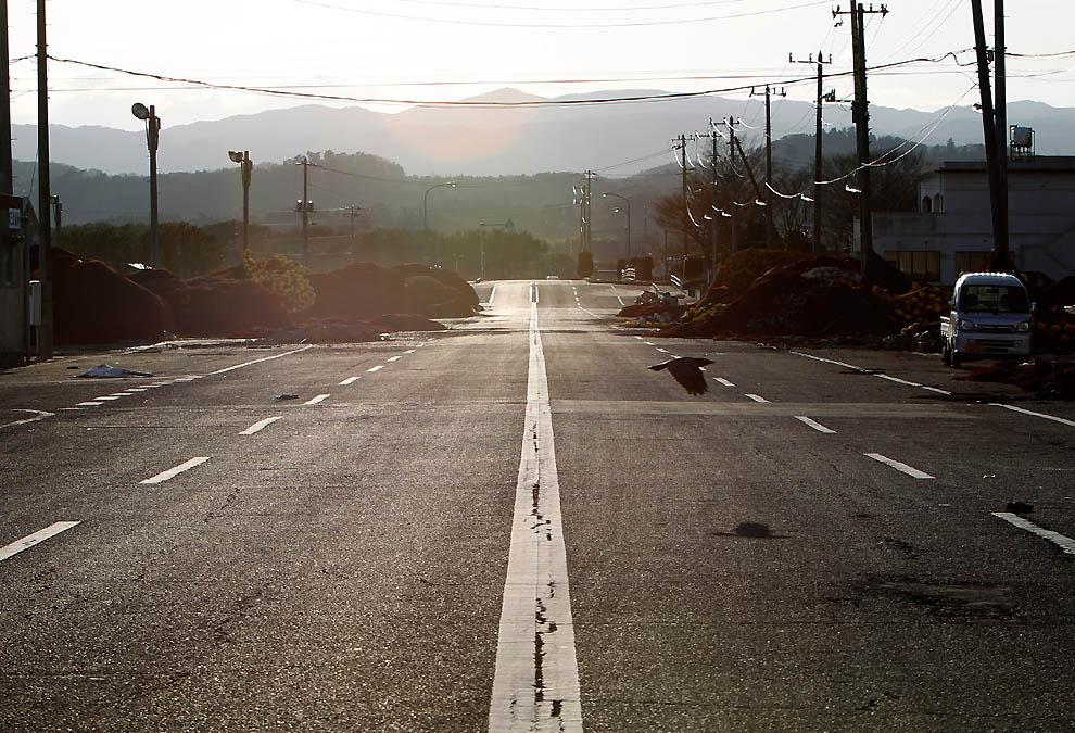 j46 RTR2K9YI Япония: через две недели после землетрясения