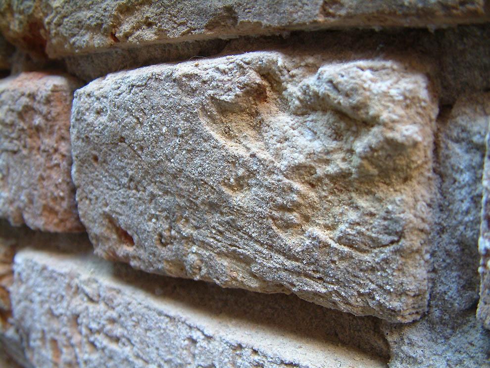 14. Кирпичная стена в Венеции.