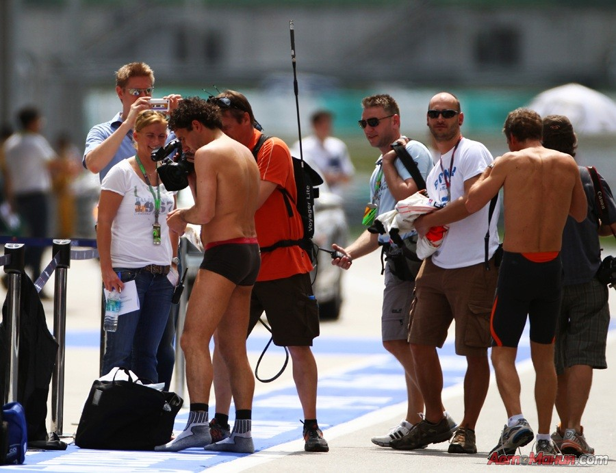 За кадром Формулы-1: Малайзия 2011 – подготовка, квалификация