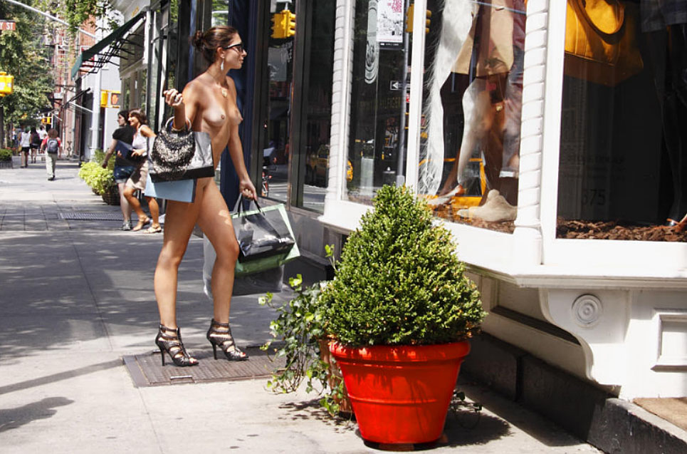 nude-girls-in-new-york-scary-girl-nude-gif
