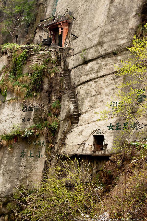 Гора Хуа - священная вершина даосизма.