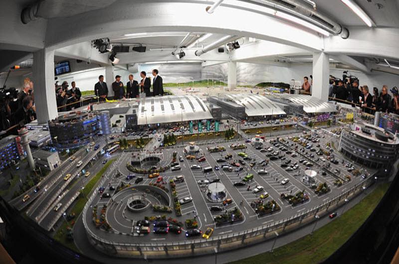 2105  Крупнейшая в мире модель аэропорта