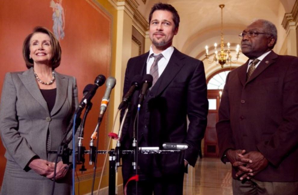 24 107 Dimana untuk mengagumi Brad Pitt?