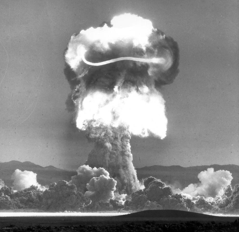 2418 990x959 Испытания ядерного оружия