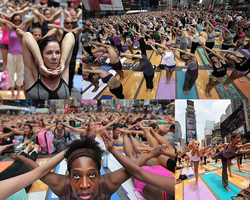 Массовая йога на Таймс-сквер 2011