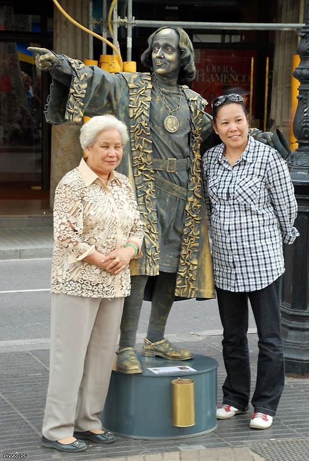 Живые скульптуры и актеры Барселоны.