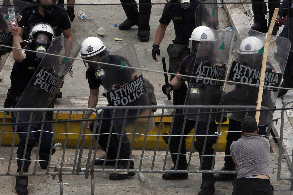 12108 Греческие демонстрации