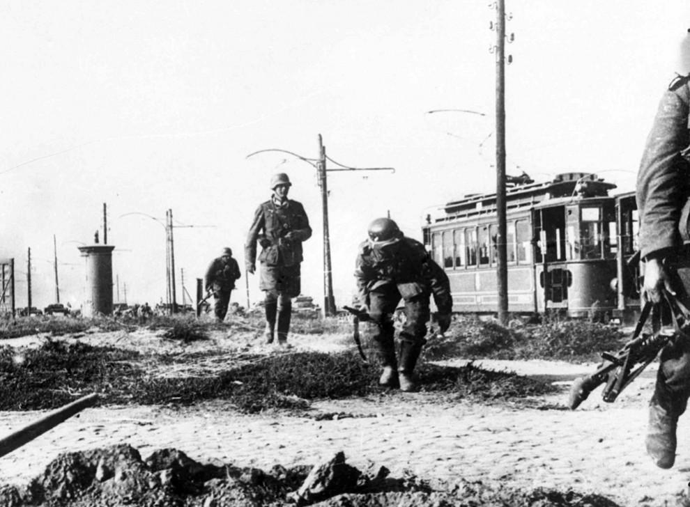 12182 990x728 Вторая мировая война: Захват Польши и Зимняя Война (Часть 2)