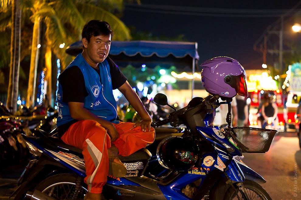 Prostitusi di Thailand.  Kehidupan malam Phuket.  Bagian 1