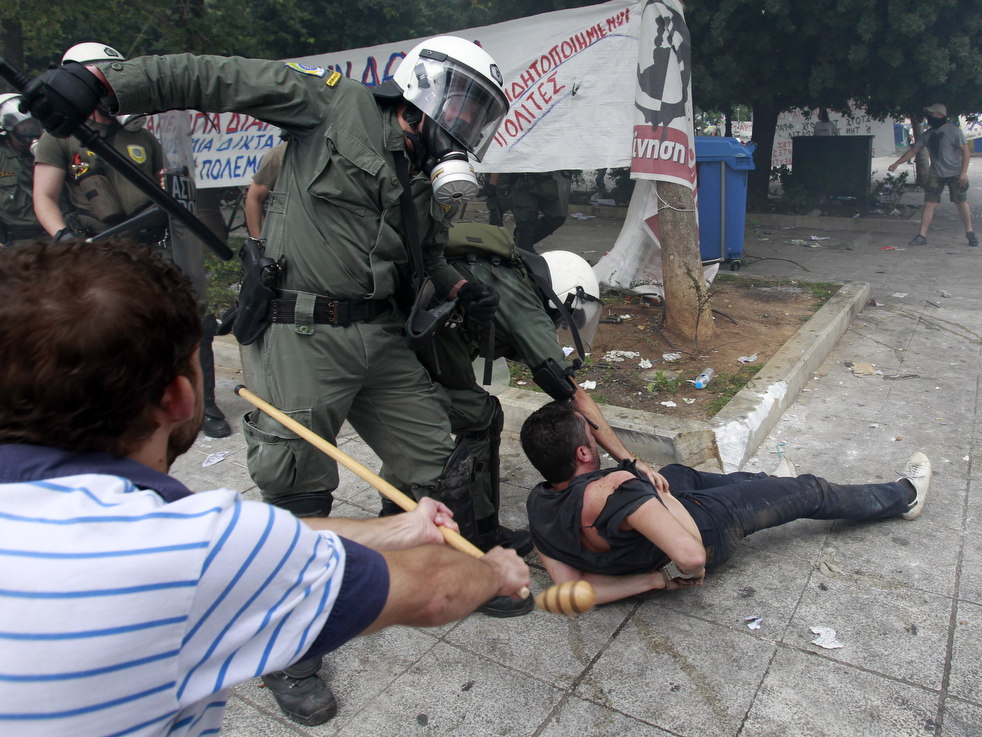 2355 Греческие демонстрации