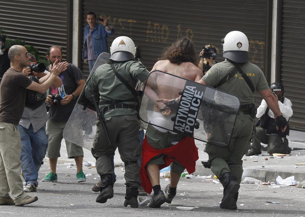 3338 Греческие демонстрации
