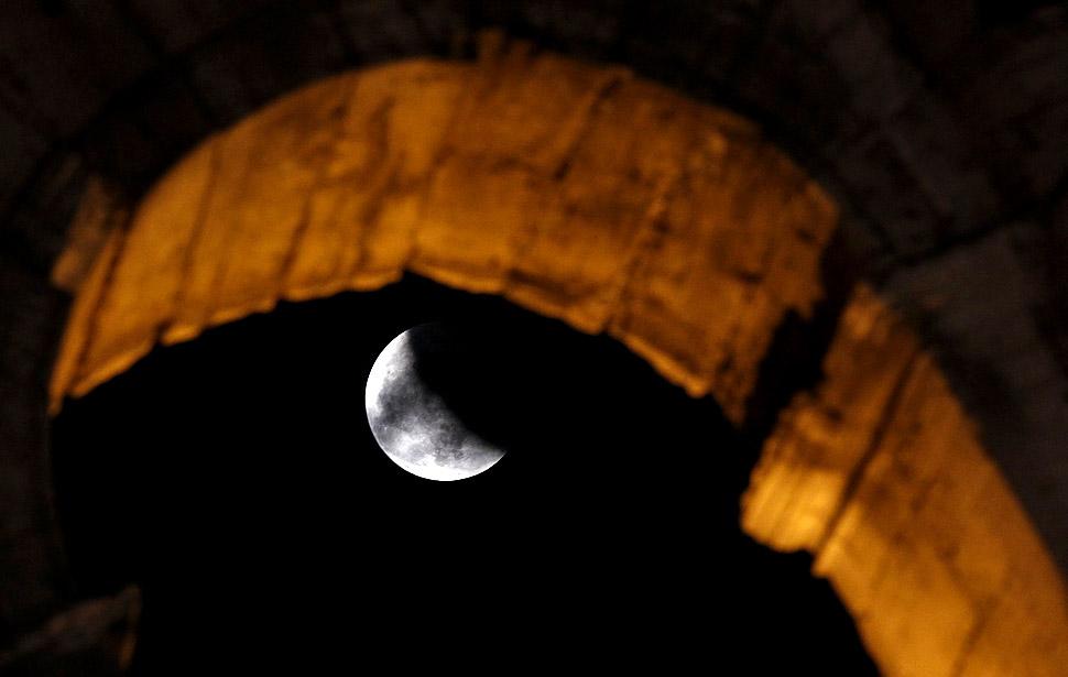 gerhana bulan 13 lmur9bnc Total pertama gerhana bulan 2011