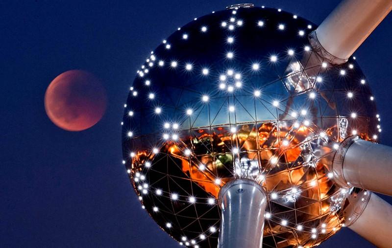 Первое полное лунное затмение 2011года