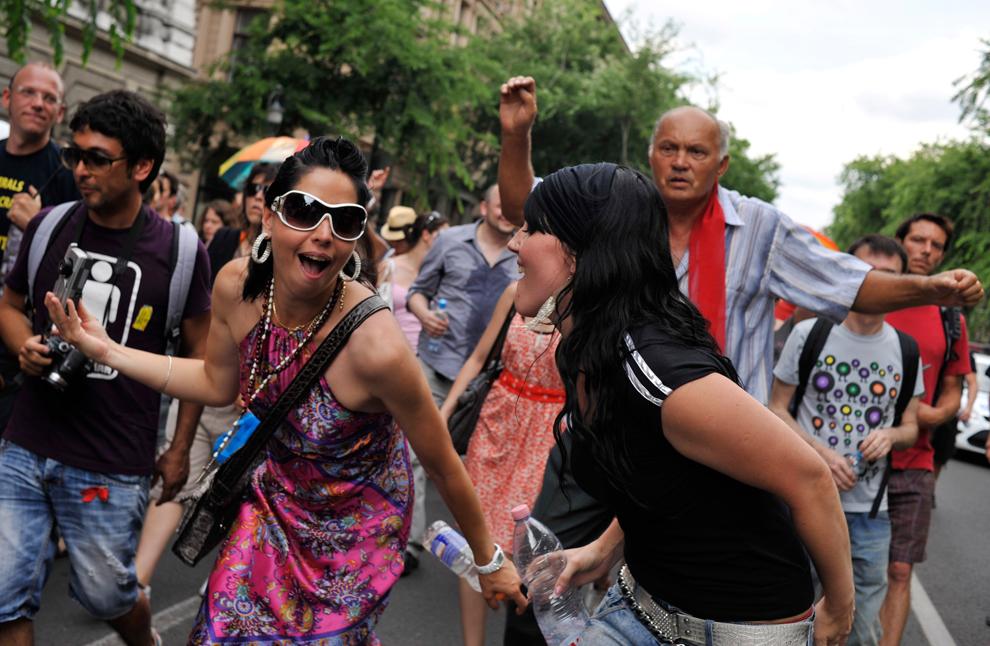 12. Активисты гей-парада в центре Будапешта 18 июня. Гей-парады
