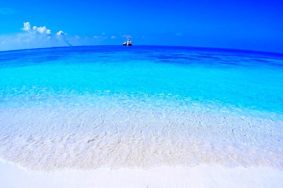 14 паромы у берегов мальдив в море