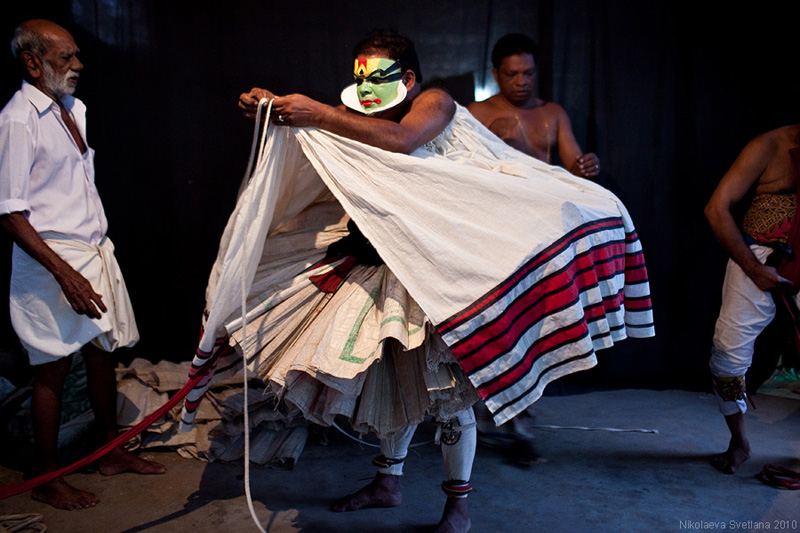 1468 India Selatan Kathakali Teater: The Art of menerapkan makeup