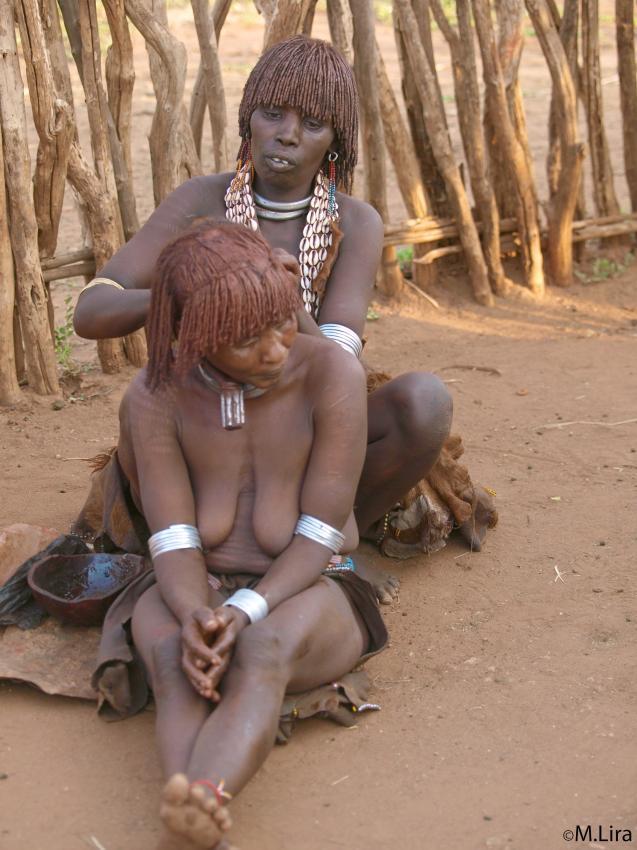 Девочек тихоокеанского племени тиви выдают замуж при