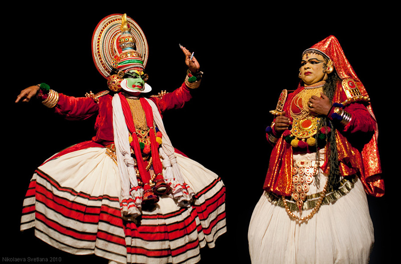 2652 India Selatan Kathakali Teater: The Art of menerapkan makeup