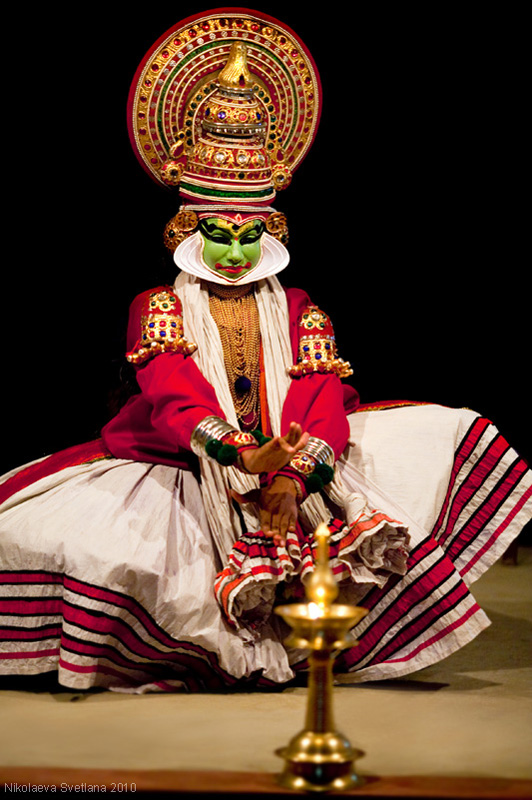 2752 India Selatan Kathakali Teater: The Art of menerapkan makeup