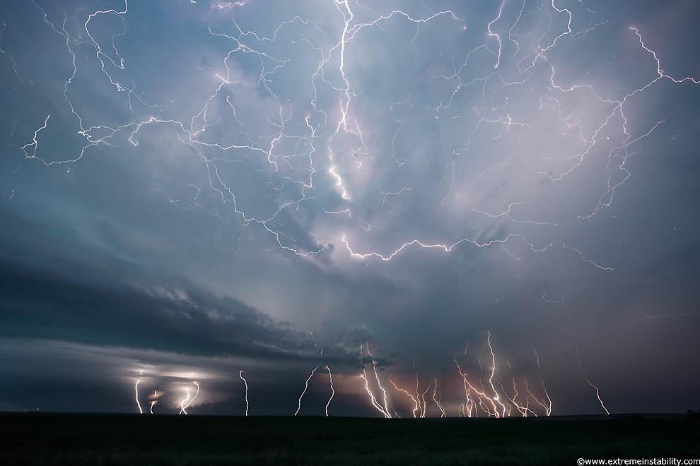 Удивительные и страшные фотографии грозового неба