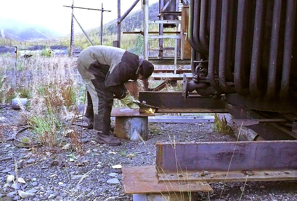 Сезон сварщика Сергея в золотодобывающей артели Якутии