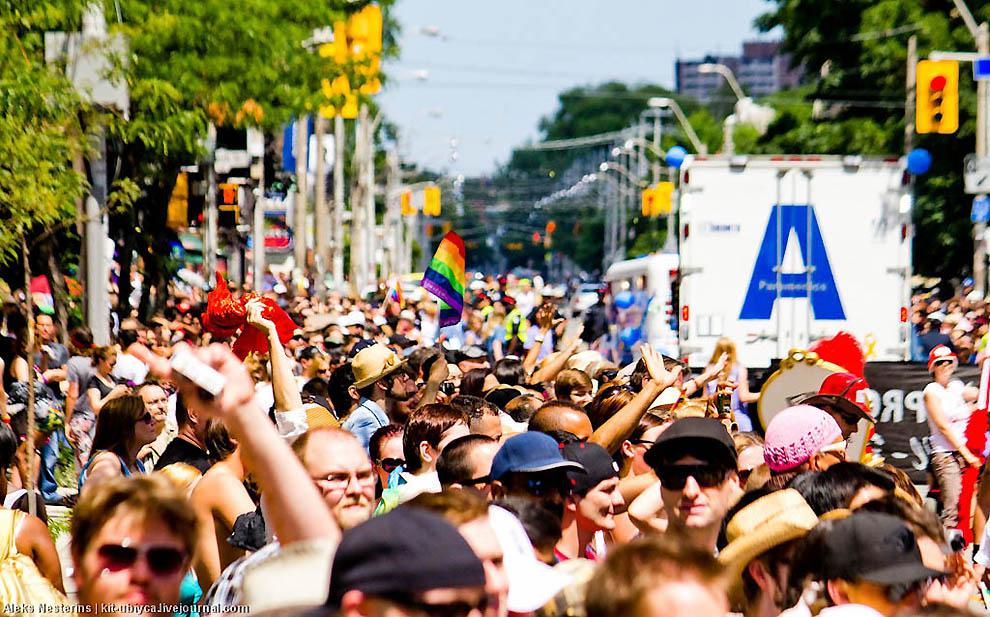 Гей-парад в Торонто. У нас есть все.