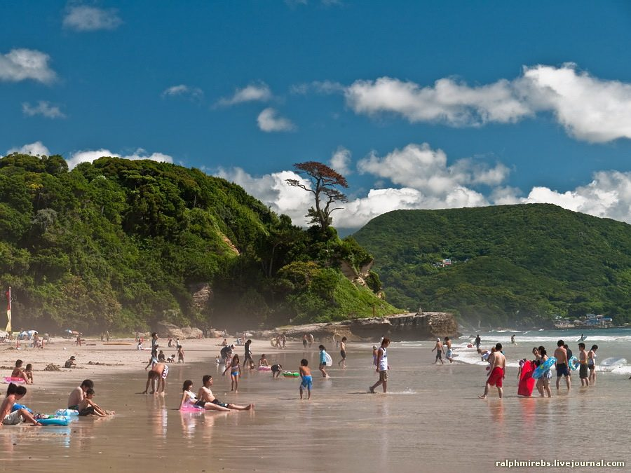 5156 Япония: Особенности японского пляжного отдыха