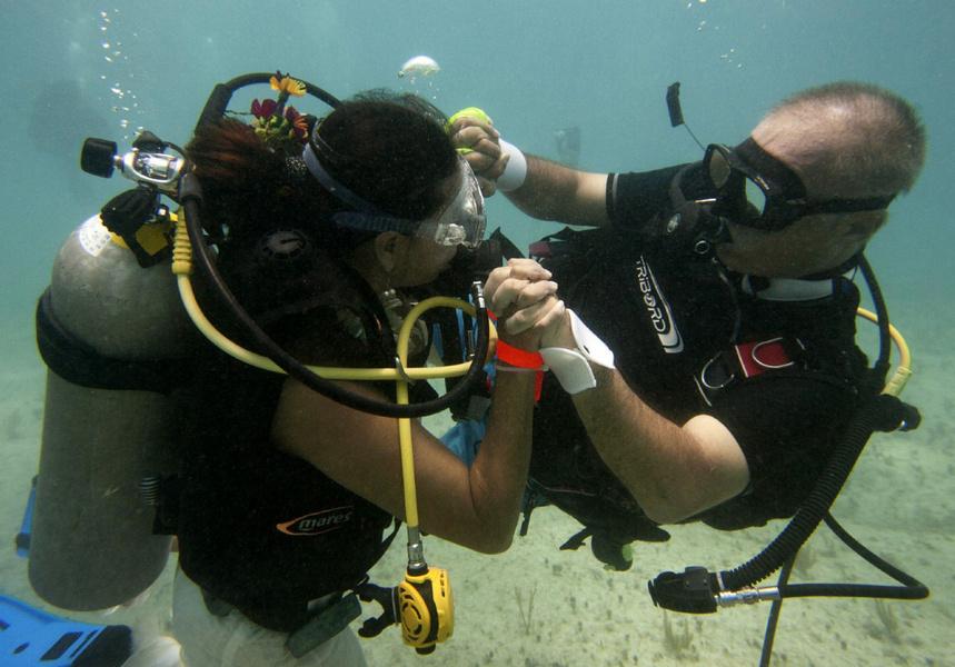 Подводная свадьба в Мексике чуть чуть не дотянула до рекордной