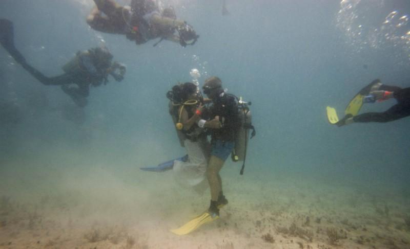 8bf266b04fcfb41b345a88facc8d 800x487 Подводная свадьба в Мексике чуть чуть не дотянула до рекордной
