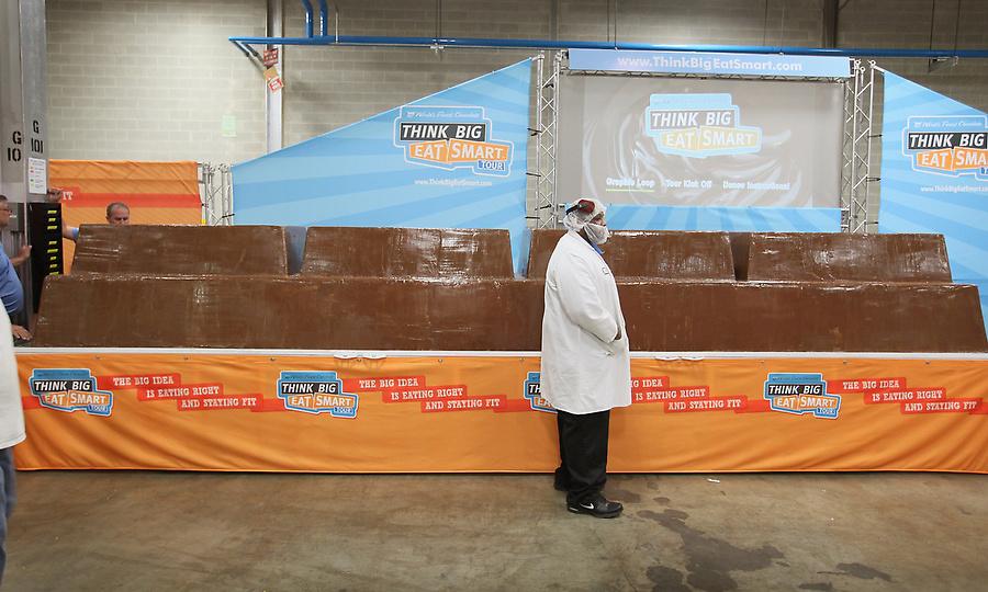 картинки самых больших шоколадок в мире украшение комнаты это