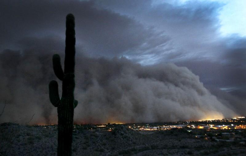 Пыльная буря накрыла города Аризоны