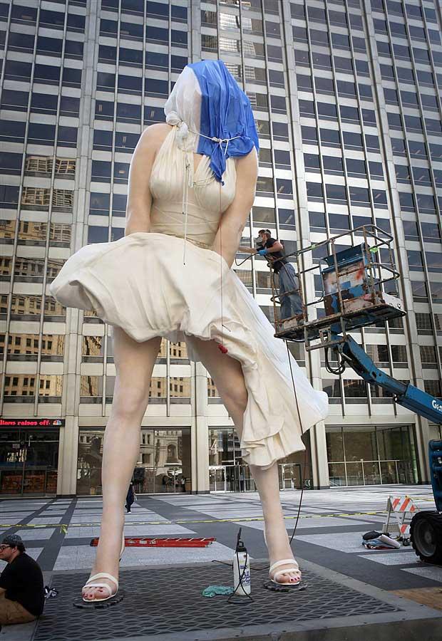 mm04 В Чикаго появился огромный памятник Мэрилин Монро